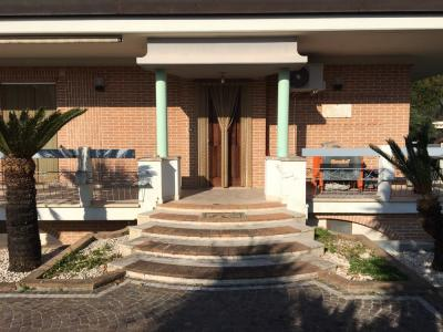 Villa bifamiliare in Affitto a Formia