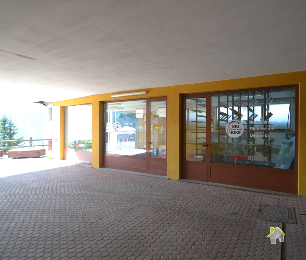 Negozio / Locale in vendita a Valdisotto, 9999 locali, zona Zona: Piatta, prezzo € 160.000 | CambioCasa.it