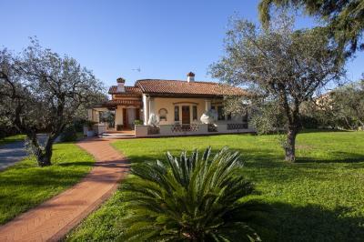Casa singola in Affitto a Seravezza