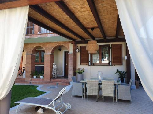 Villa in Affitto a Massa