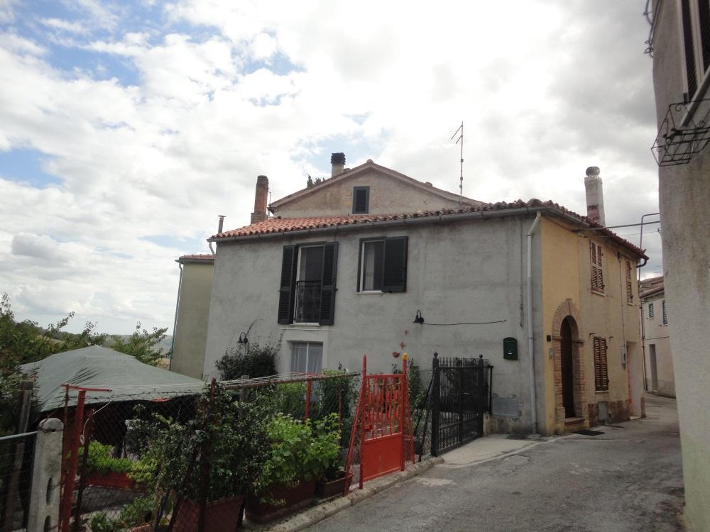 Appartamento in vendita a Arcevia, 5 locali, prezzo € 85.000 | PortaleAgenzieImmobiliari.it