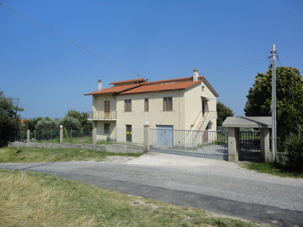 VILLA in Vendita a Poggio San Marcello (ANCONA)