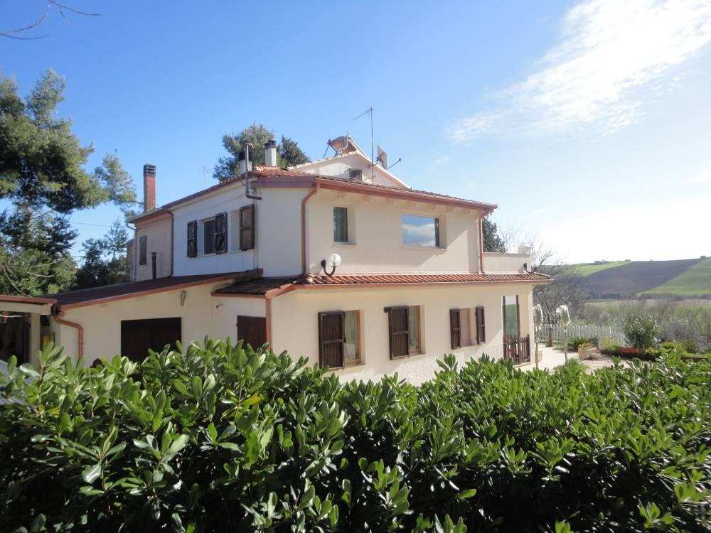 Villa in vendita a Santa Maria Nuova (AN)