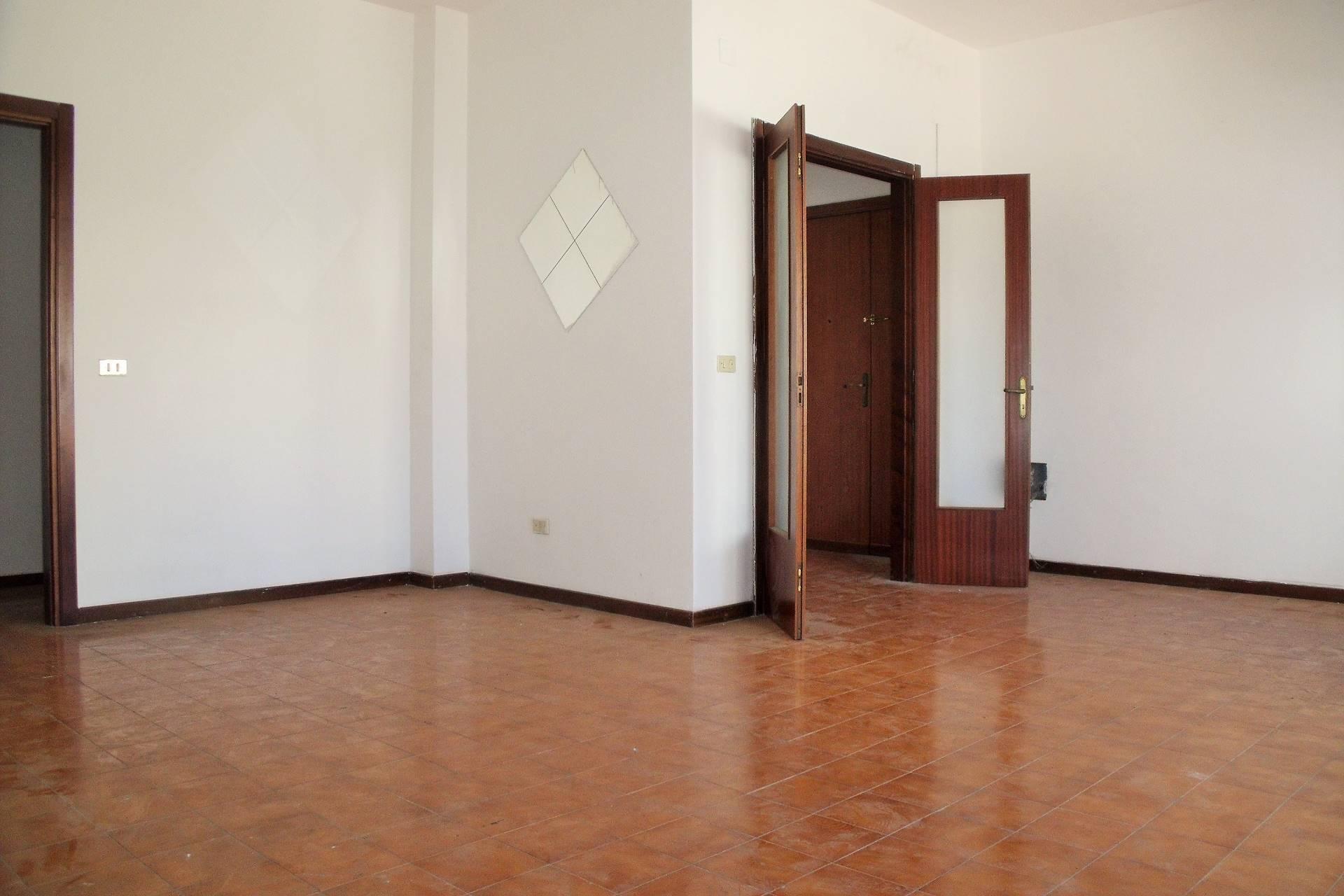 Appartamento in vendita a Matino, 6 locali, prezzo € 45.000 | Cambio Casa.it