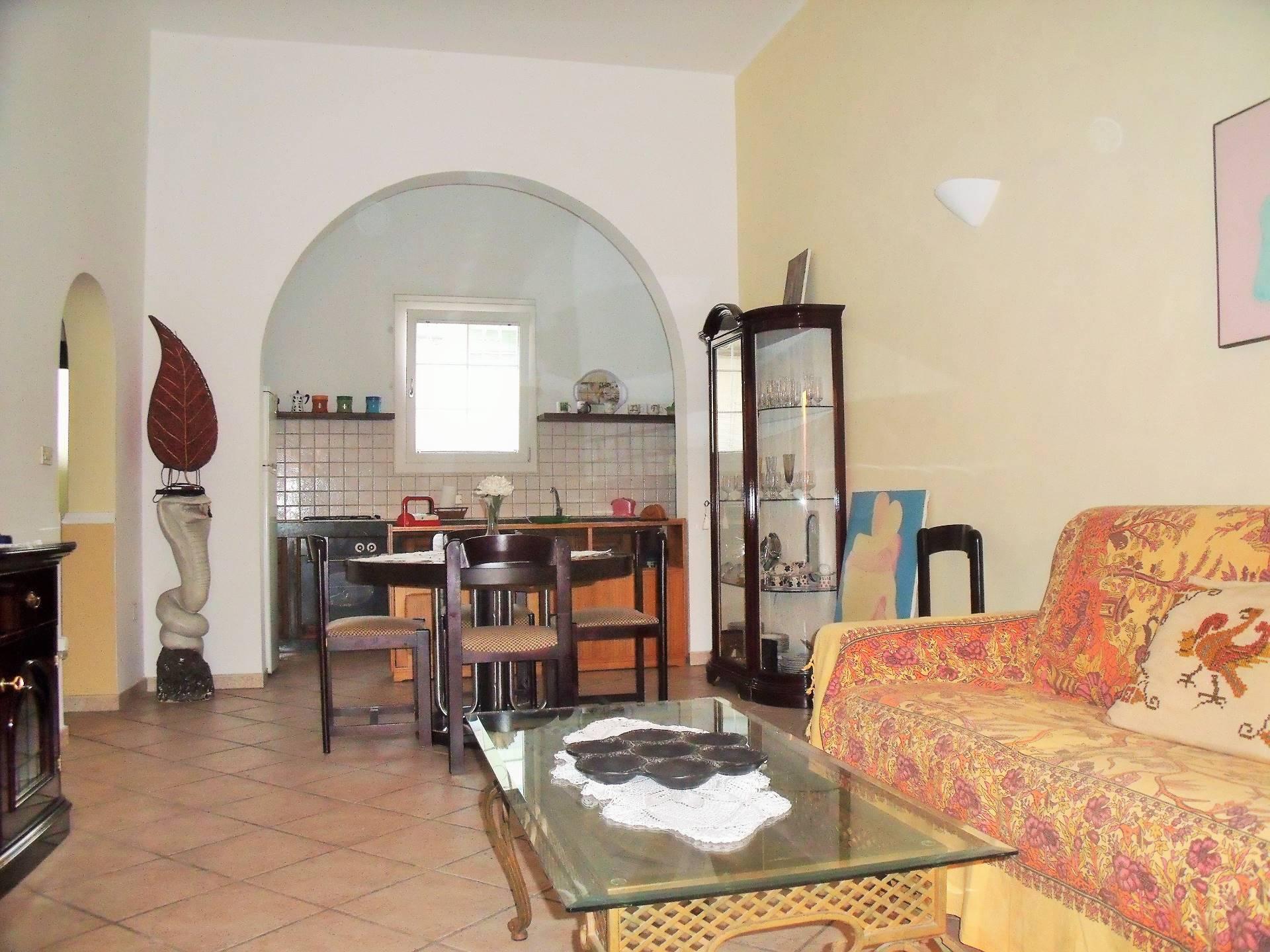 Soluzione Indipendente in affitto a Matino, 5 locali, prezzo € 350 | CambioCasa.it