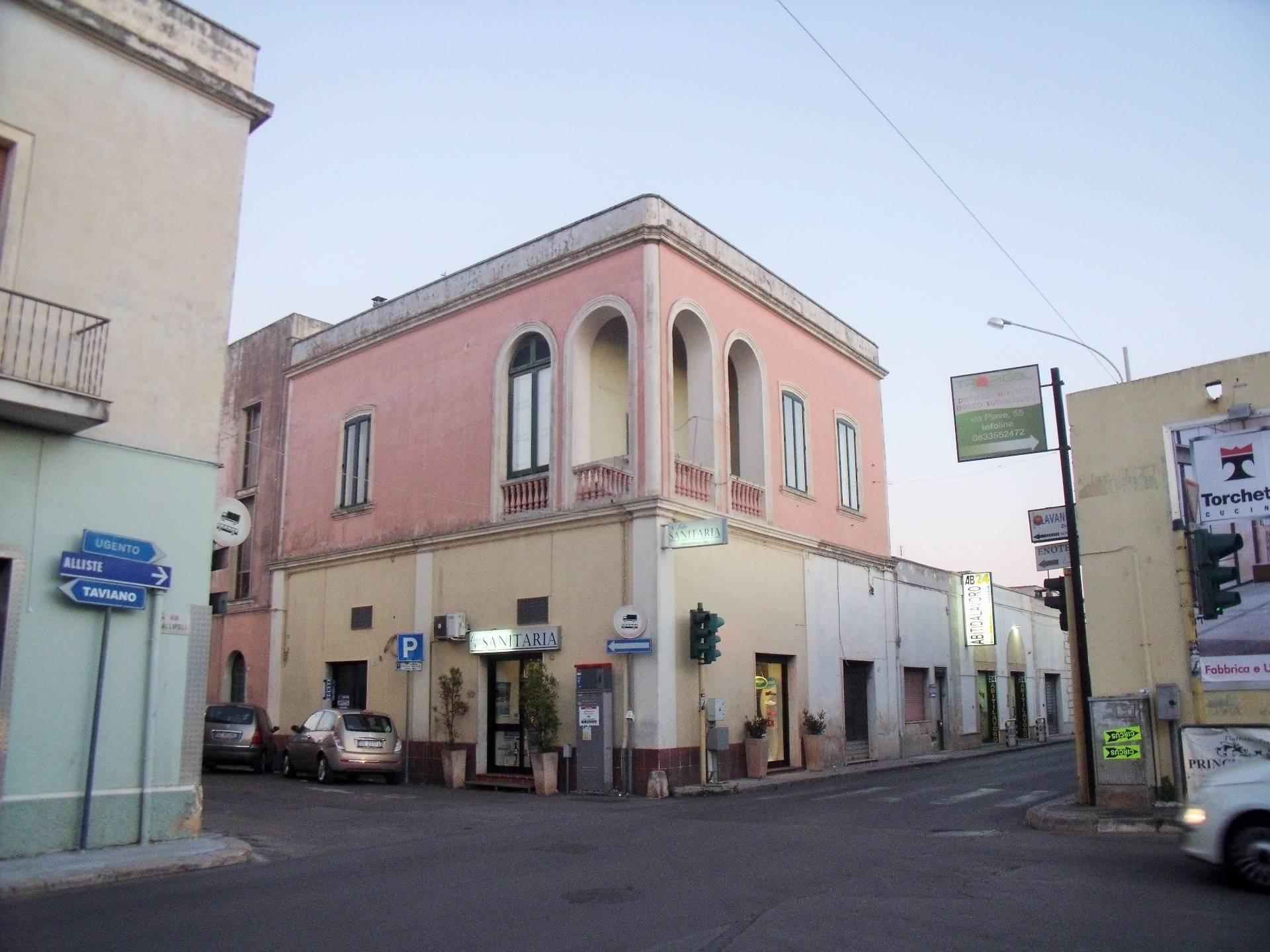 Soluzione Indipendente in vendita a Racale, 7 locali, prezzo € 110.000   CambioCasa.it