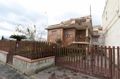 Fabbricato indipendente in Vendita a San Paolo Bel Sito