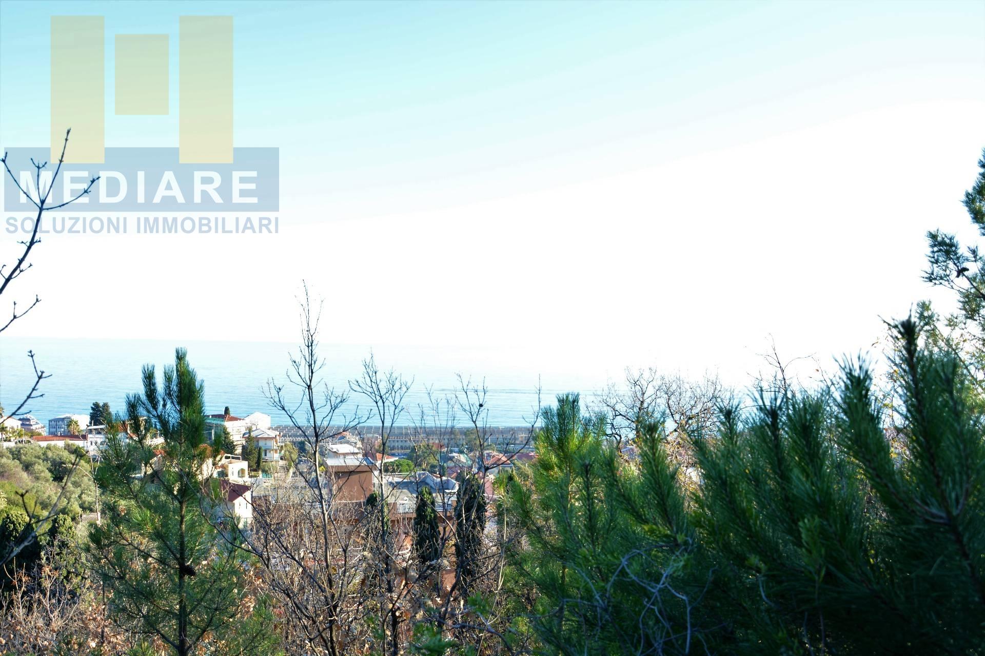 Appartamento in vendita a Pietra Ligure, 4 locali, prezzo € 600.000   CambioCasa.it