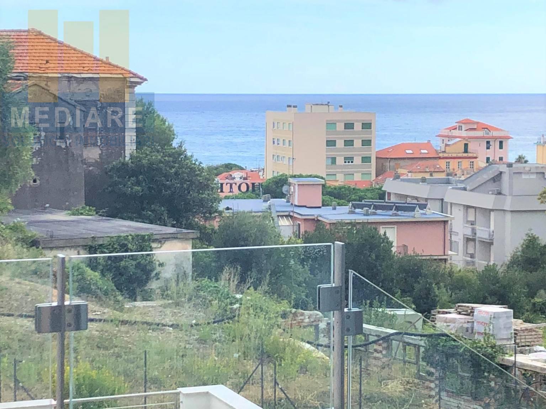 Appartamento in vendita a Spotorno, 2 locali, prezzo € 360.000 | CambioCasa.it