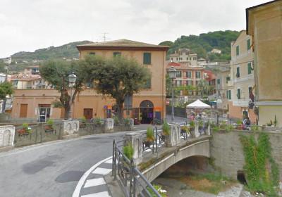 Locale commerciale in Vendita a Finale Ligure