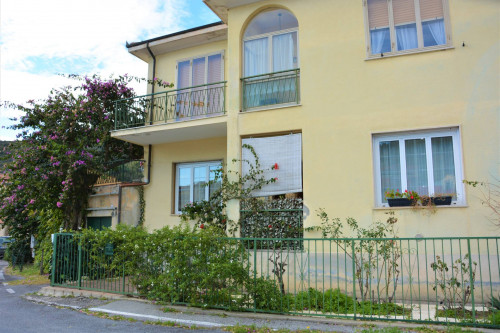 Appartamento in Villa in Vendita a Finale Ligure