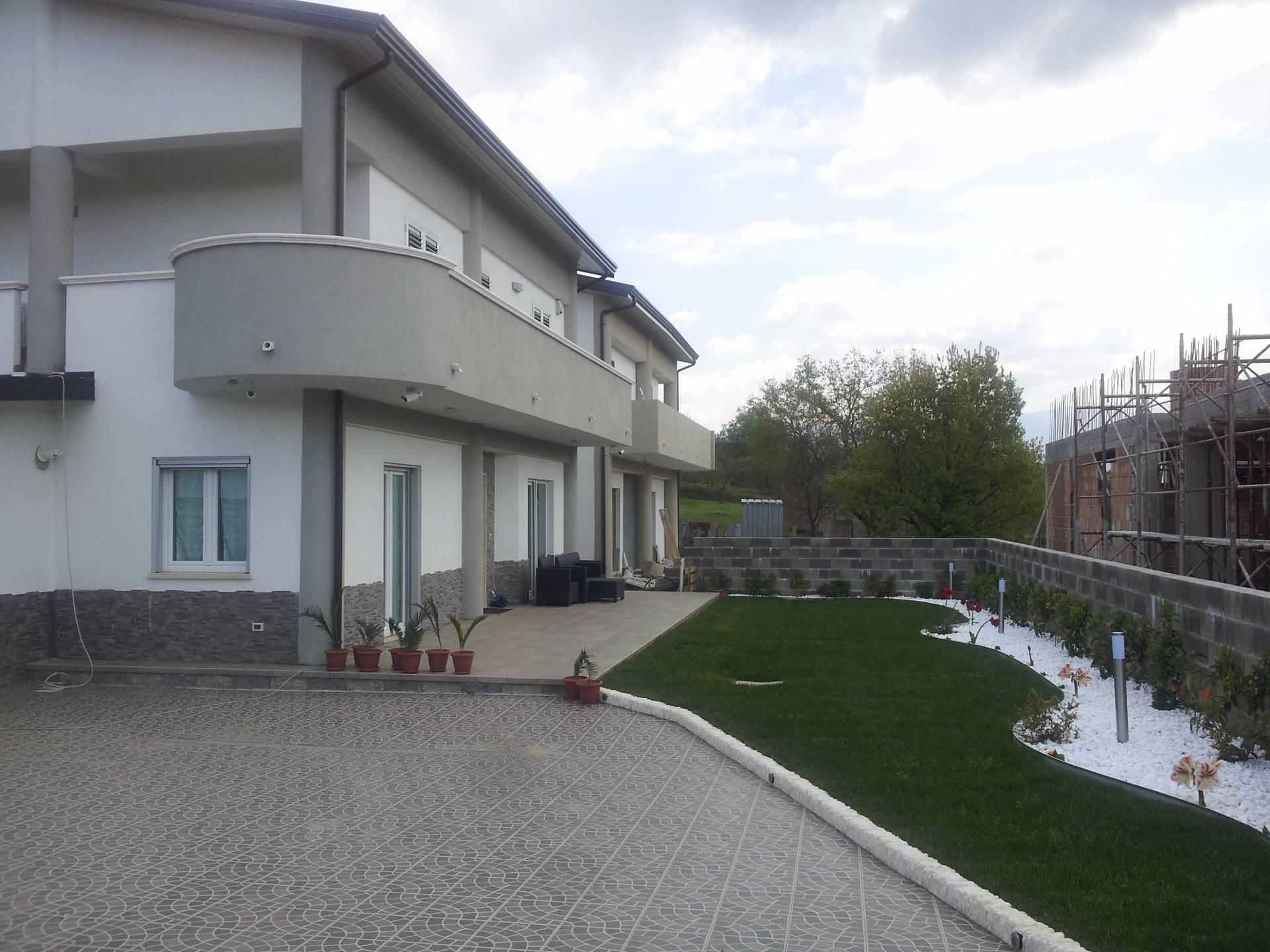 Villa in vendita a Rende, 4 locali, zona Zona: Quattromiglia, prezzo € 210.000   Cambio Casa.it