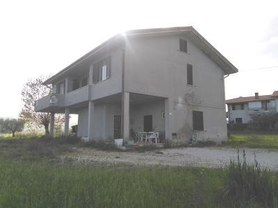 Villa in Vendita a Campli