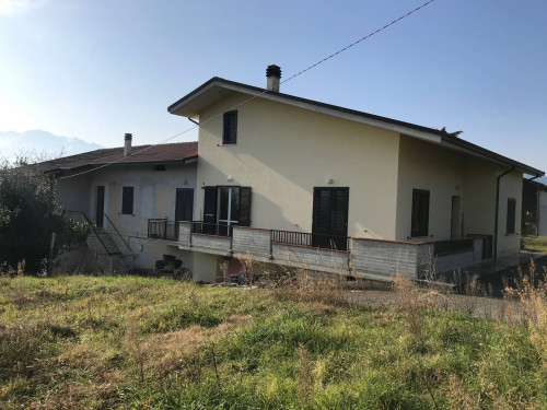 Villa in Vendita a Montorio al Vomano