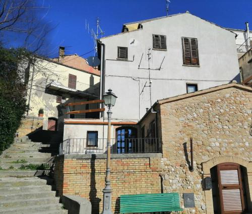 Villette a schiera in Vendita a Bellante