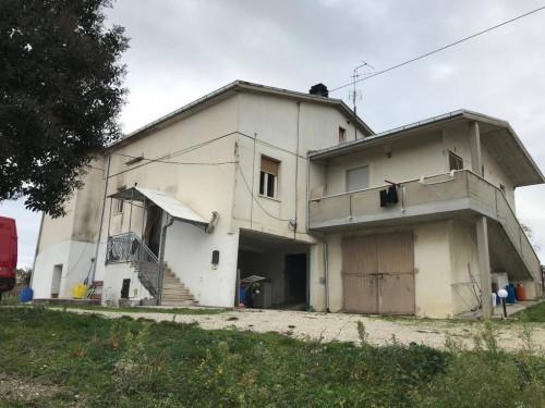 Villa in Vendita a Castellalto