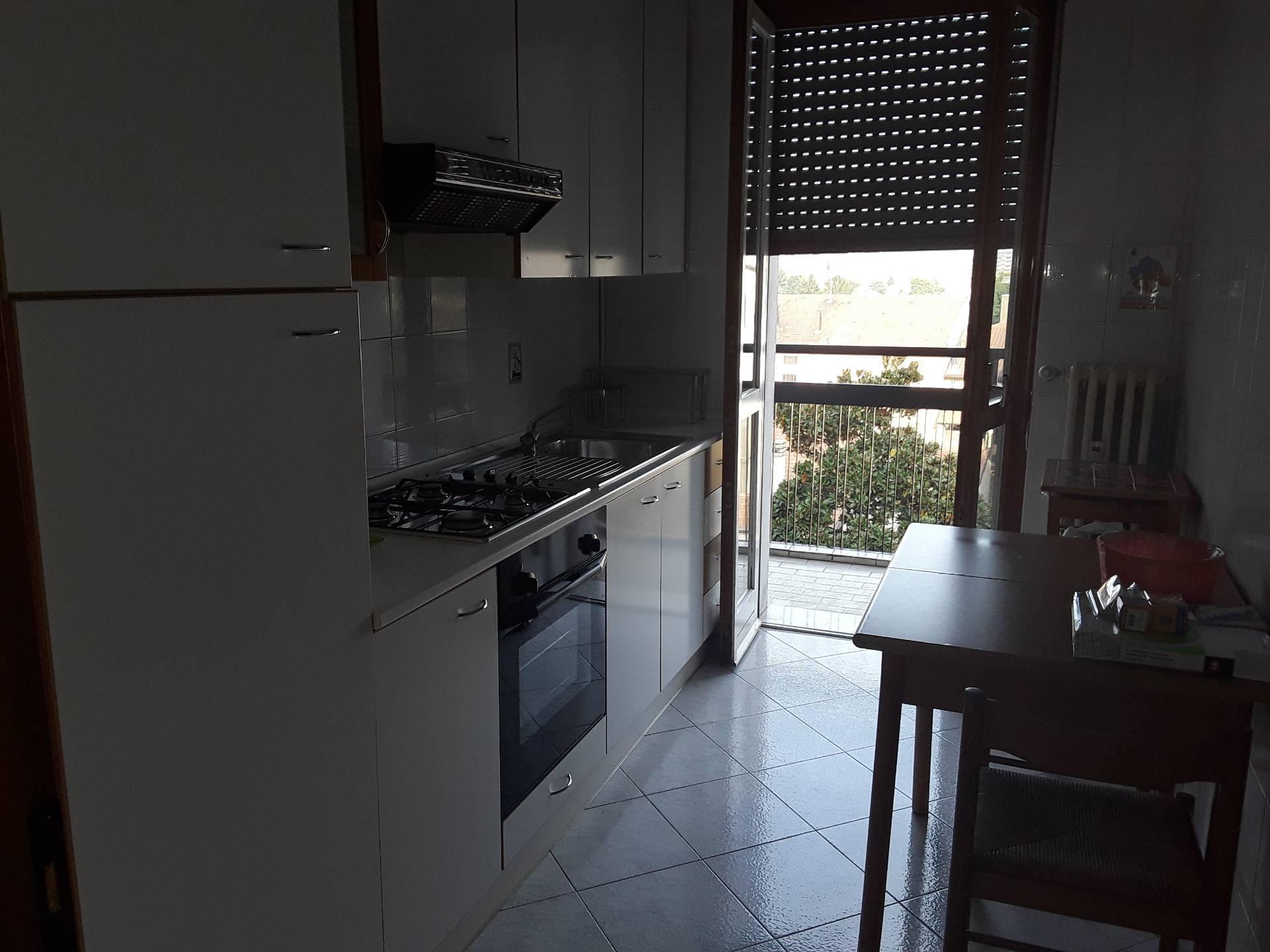 Appartamento in affitto a Rho, 2 locali, prezzo € 550 | CambioCasa.it