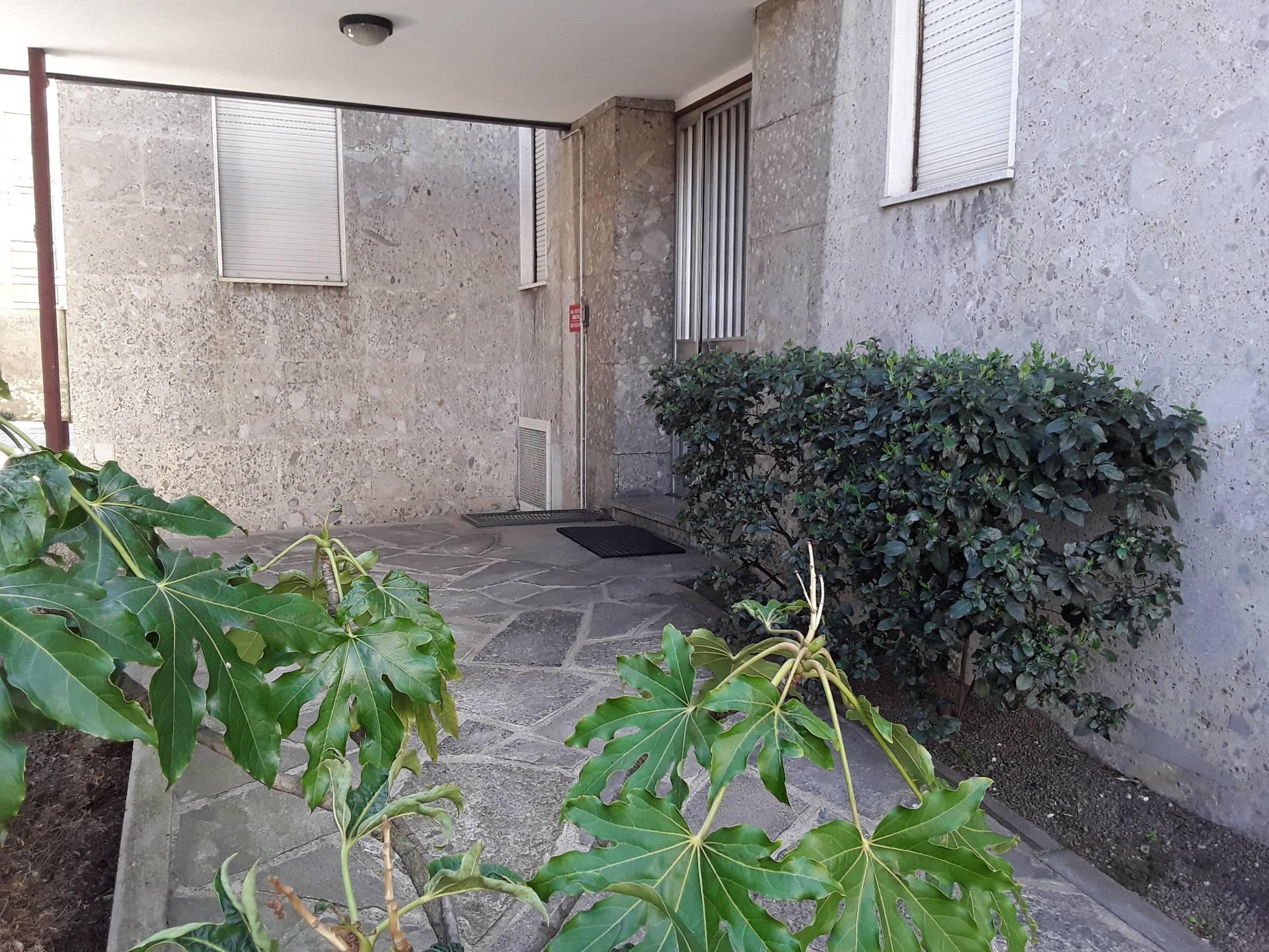 Ufficio / Studio in affitto a Busto Arsizio, 9999 locali, zona Località: StazioneF.s, prezzo € 500 | CambioCasa.it