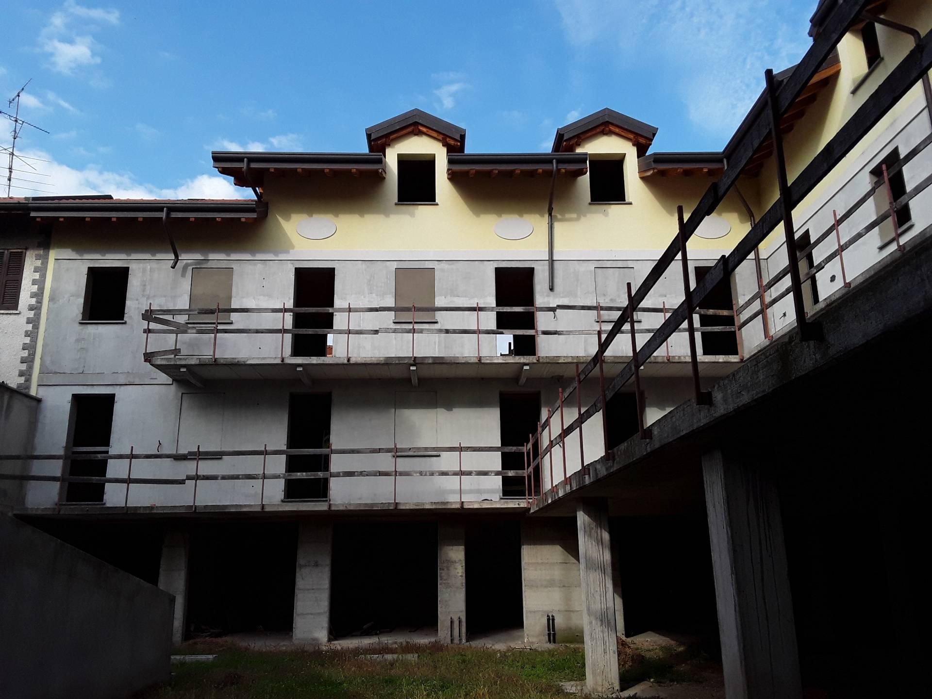 Appartamento in vendita a Lonate Pozzolo, 24 locali, prezzo € 595.000 | CambioCasa.it