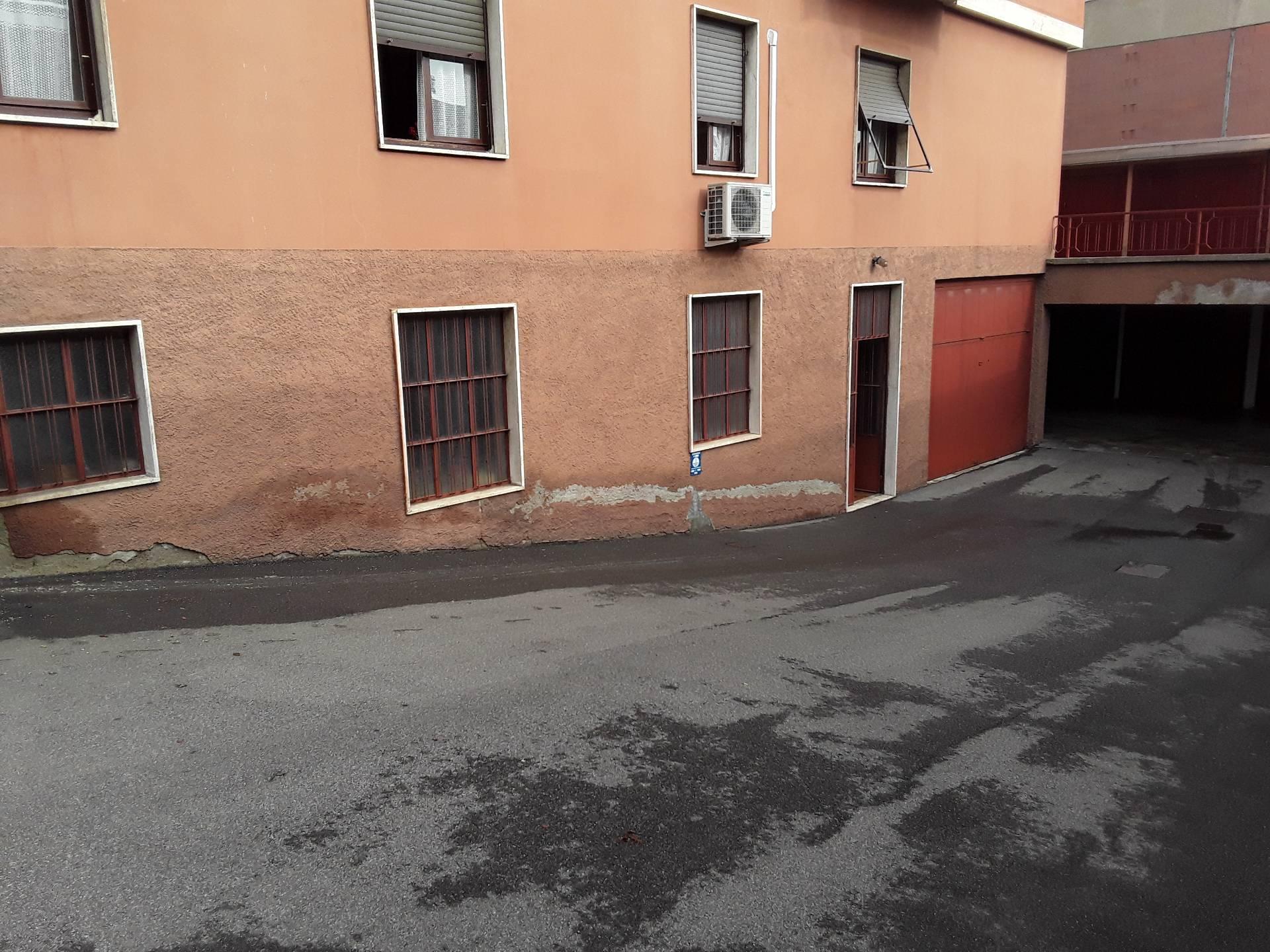 Magazzino in vendita a Legnano, 9999 locali, zona Zona: Oltrestazione, prezzo € 140.000 | CambioCasa.it