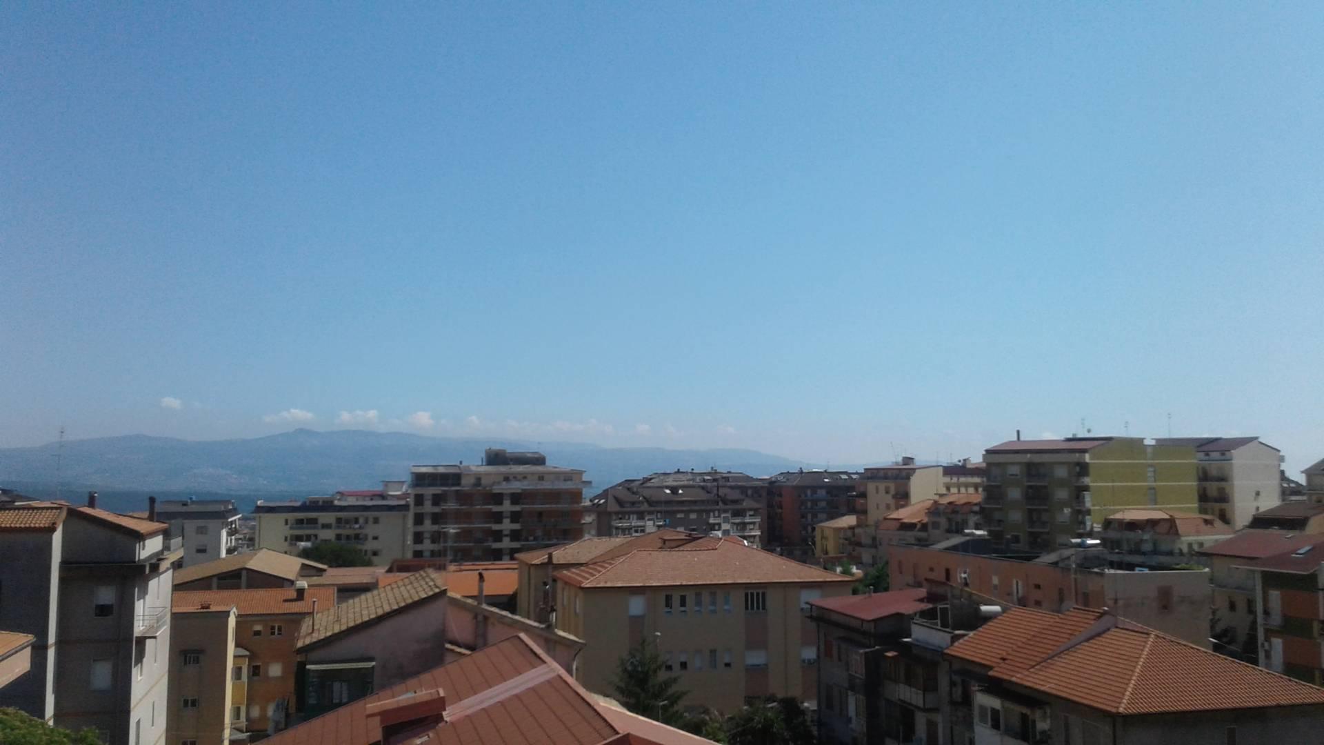 Appartamento in affitto a Lamezia Terme, 3 locali, zona Zona: Nicastro, prezzo € 350 | CambioCasa.it