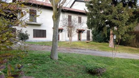 Rustico / Casale in vendita a Chieri, 8 locali, prezzo € 310.000 | Cambio Casa.it