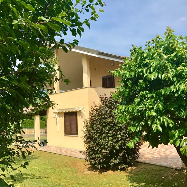 Villa in vendita a Chieri, 6 locali, prezzo € 595.000 | Cambio Casa.it