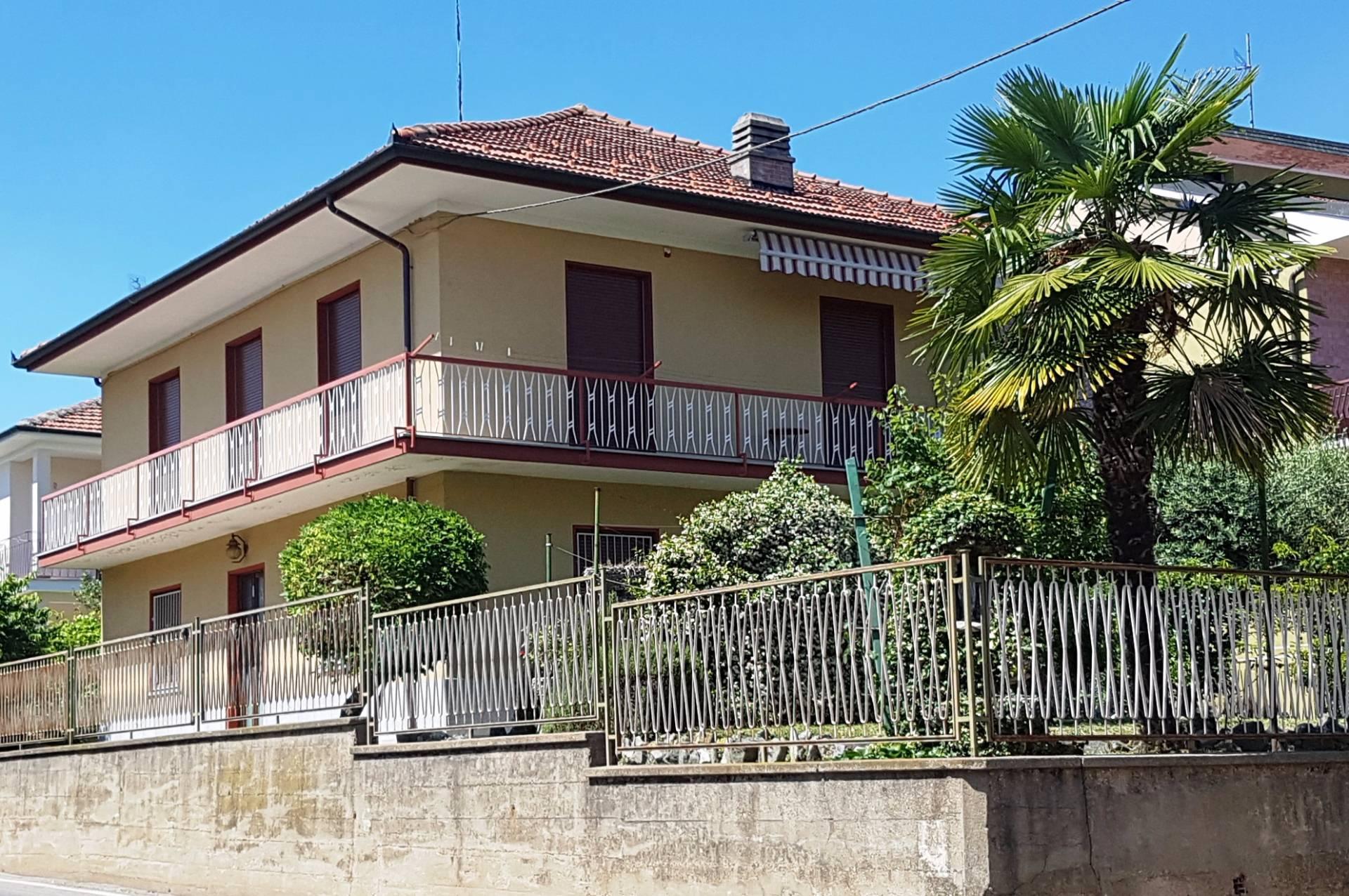 Soluzione Indipendente in vendita a Chieri, 8 locali, prezzo € 315.000 | Cambio Casa.it