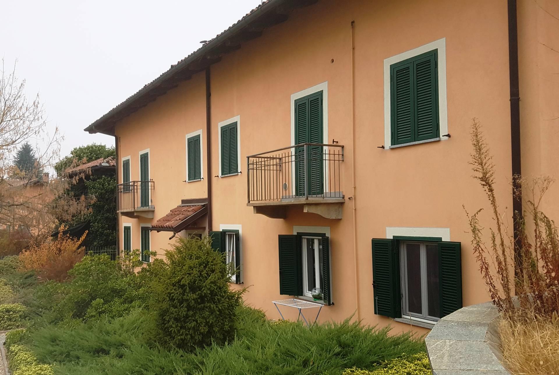 Case in vendita con giardino a chieri for Case in vendita con appartamento seminterrato