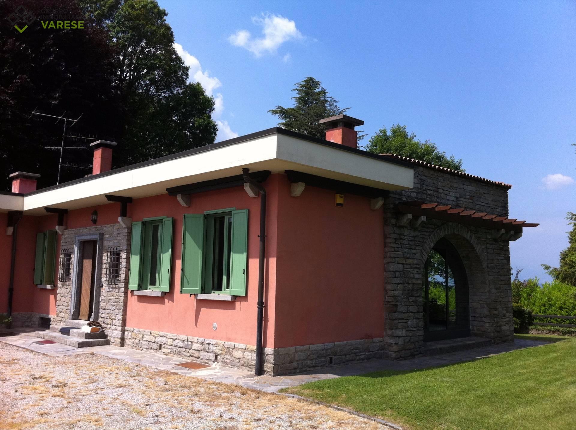 Villa in affitto a Gazzada Schianno, 5 locali, prezzo € 1.910 | CambioCasa.it