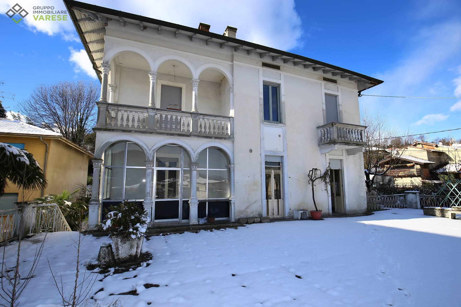 Appartamento in vendita a Laveno-Mombello, 6 locali, zona ello, prezzo € 143.000 | PortaleAgenzieImmobiliari.it