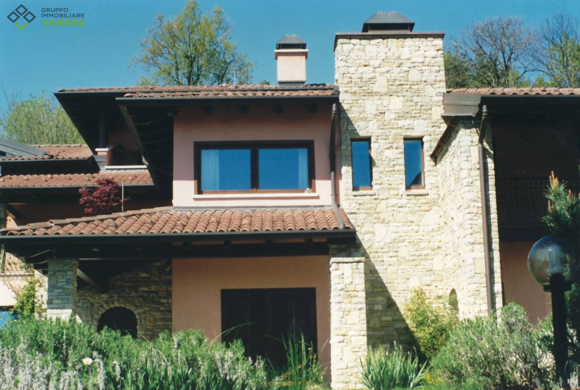 Villa in affitto a Comerio, 4 locali, zona Zona: Mattello, prezzo € 2.000 | CambioCasa.it