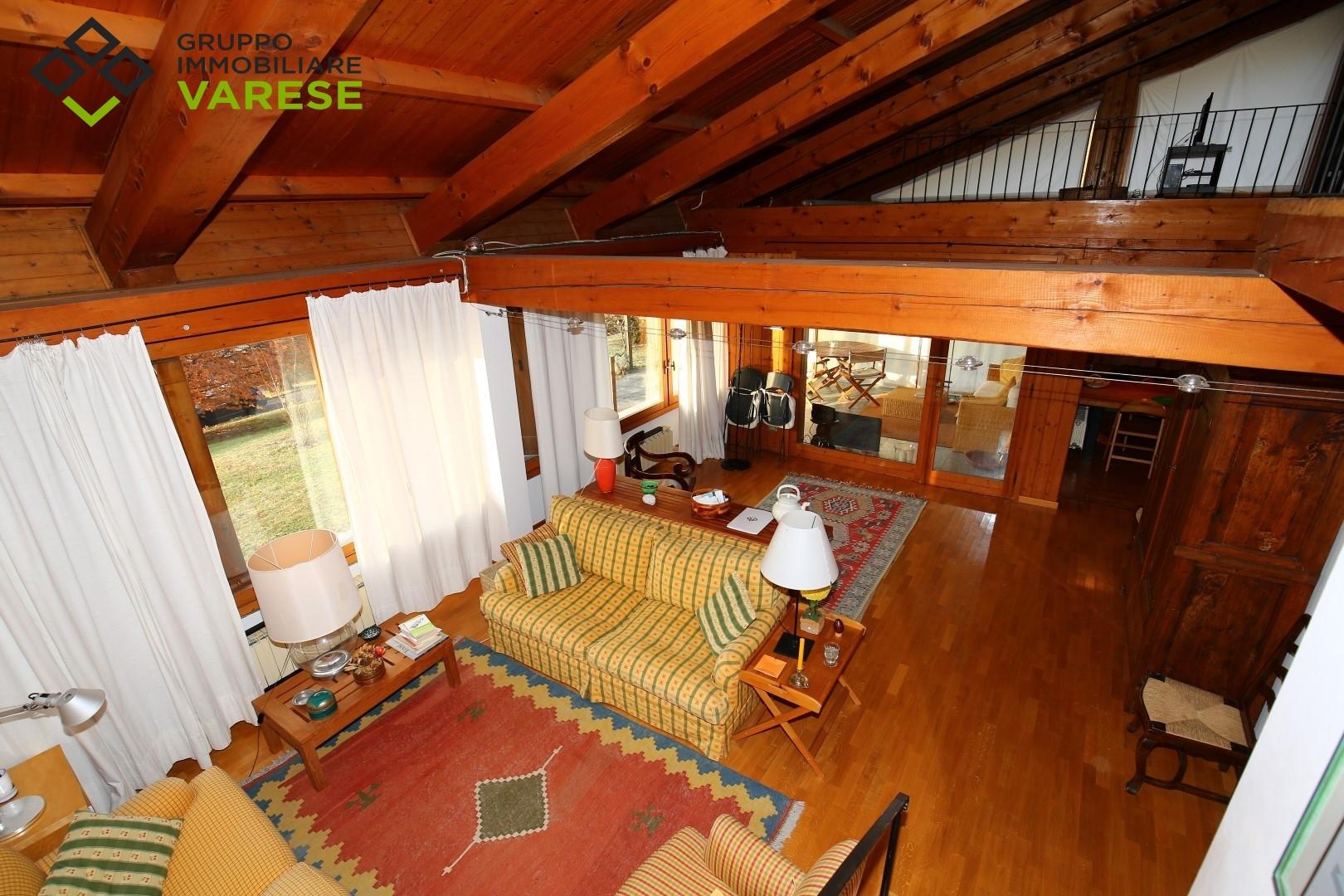 Villa Bifamiliare in affitto a Comerio, 4 locali, zona Zona: Mattello, prezzo € 1.200 | CambioCasa.it