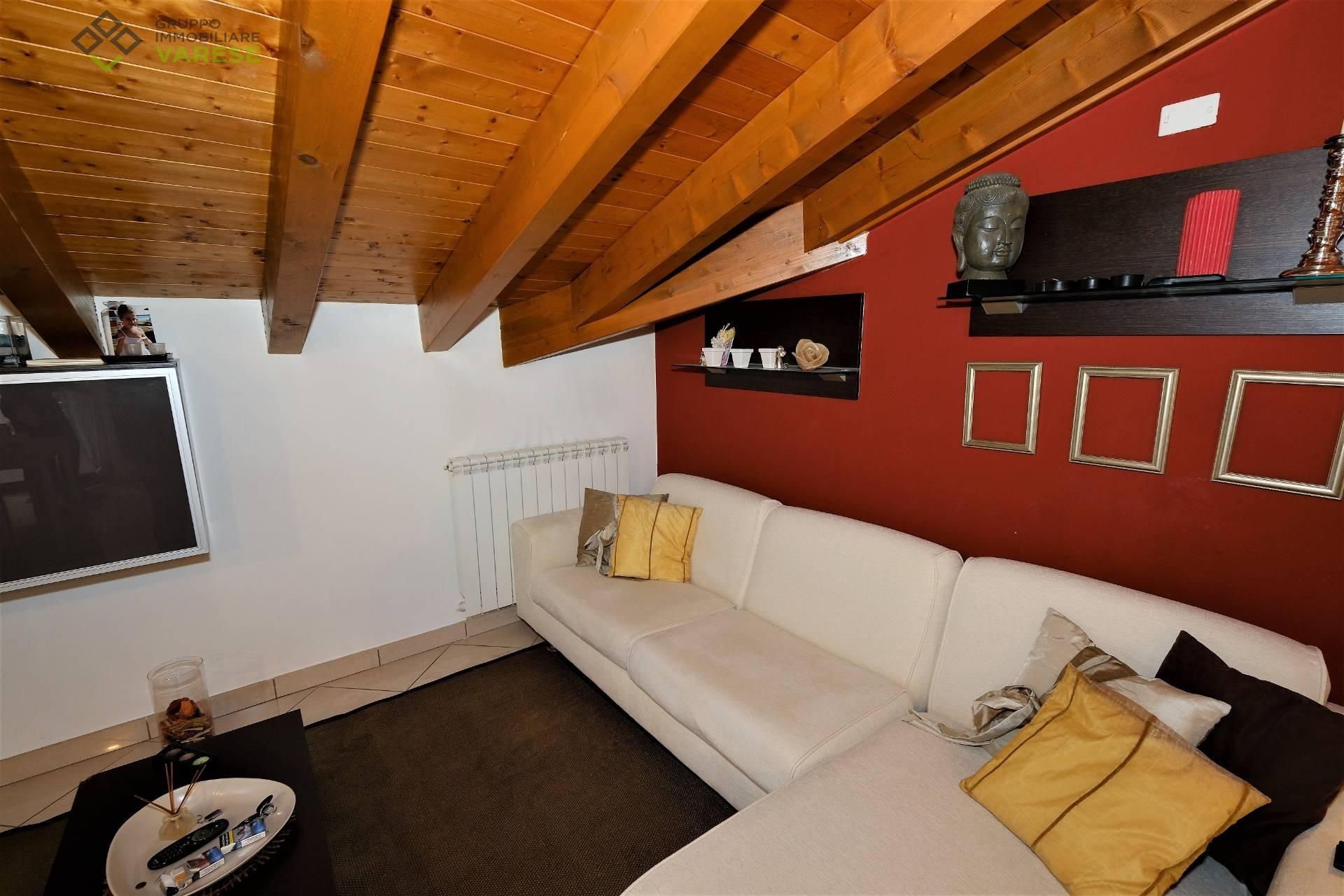 Appartamento in vendita a Besano, 3 locali, prezzo € 120.000 | CambioCasa.it