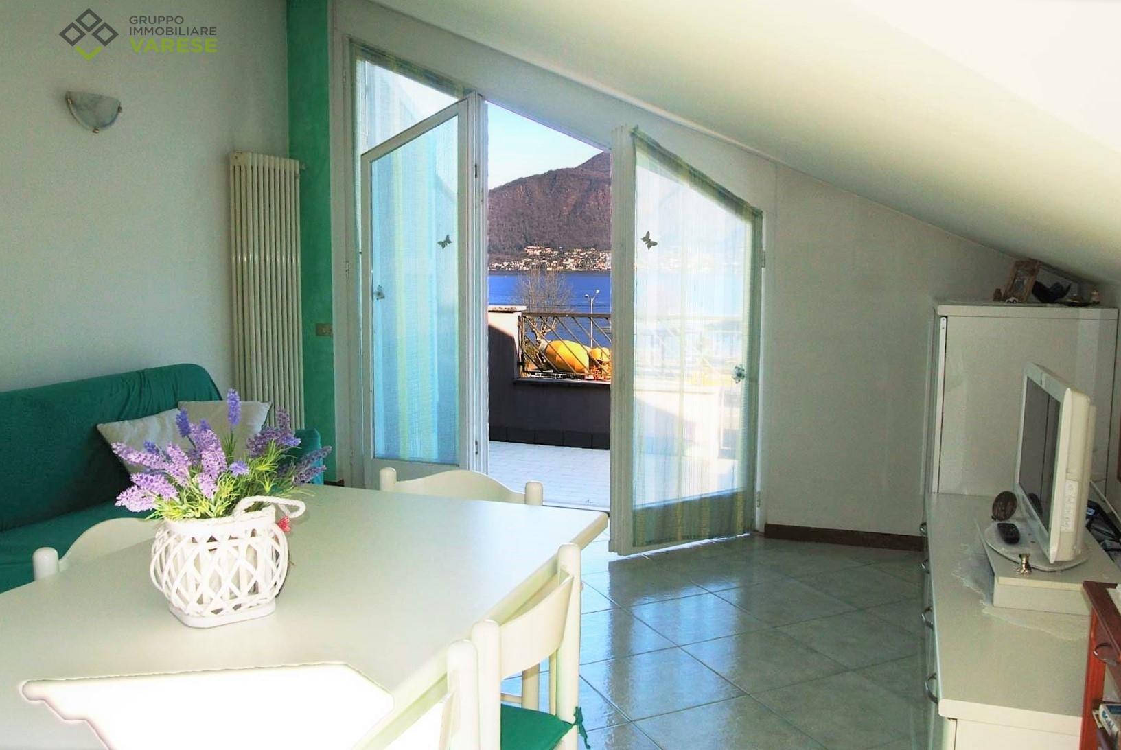 Appartamento in vendita a Porto Ceresio, 2 locali, prezzo € 98.000   CambioCasa.it