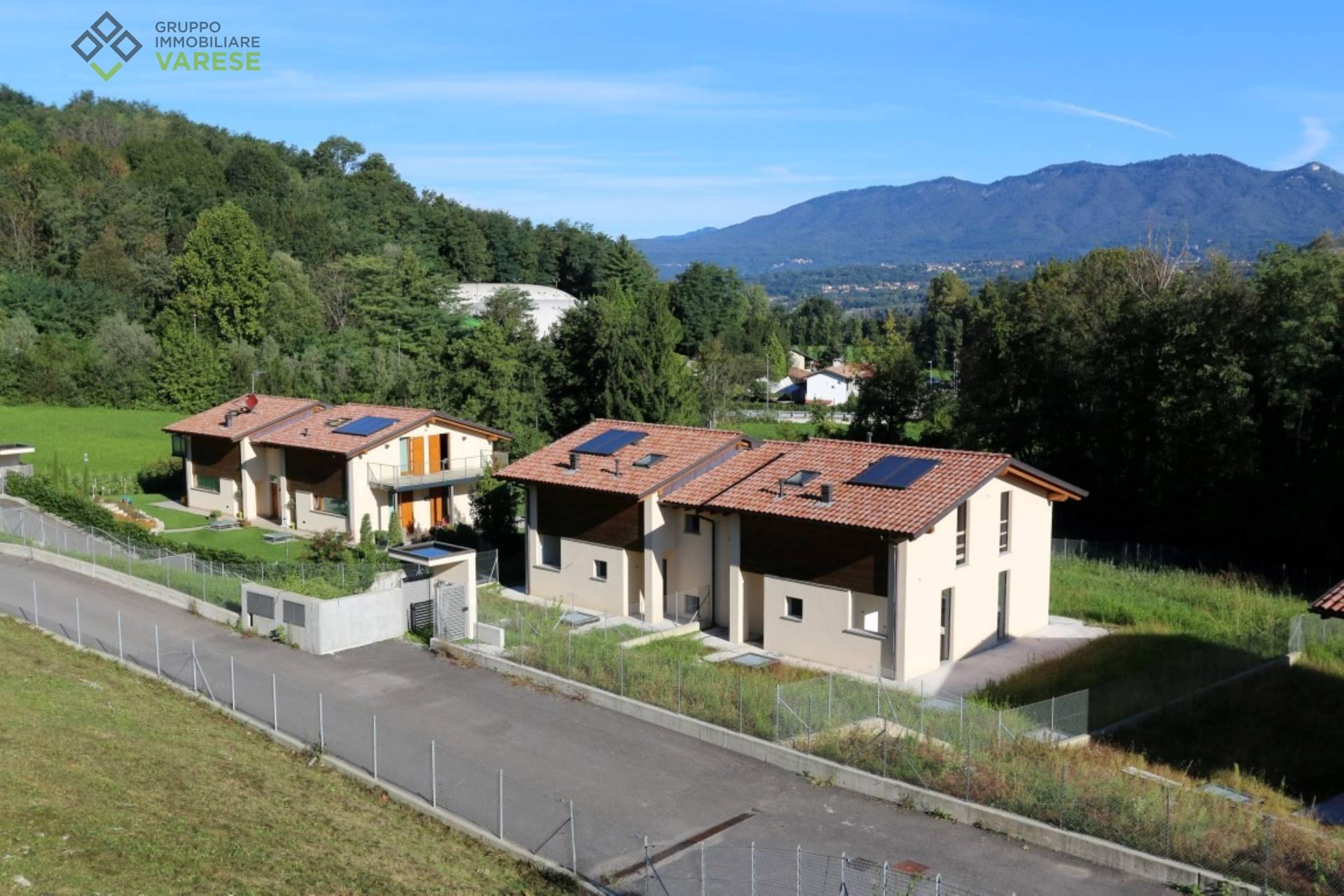 Villa in vendita a Galliate Lombardo, 8 locali, zona Località: C.naCampaccio, prezzo € 380.000 | CambioCasa.it