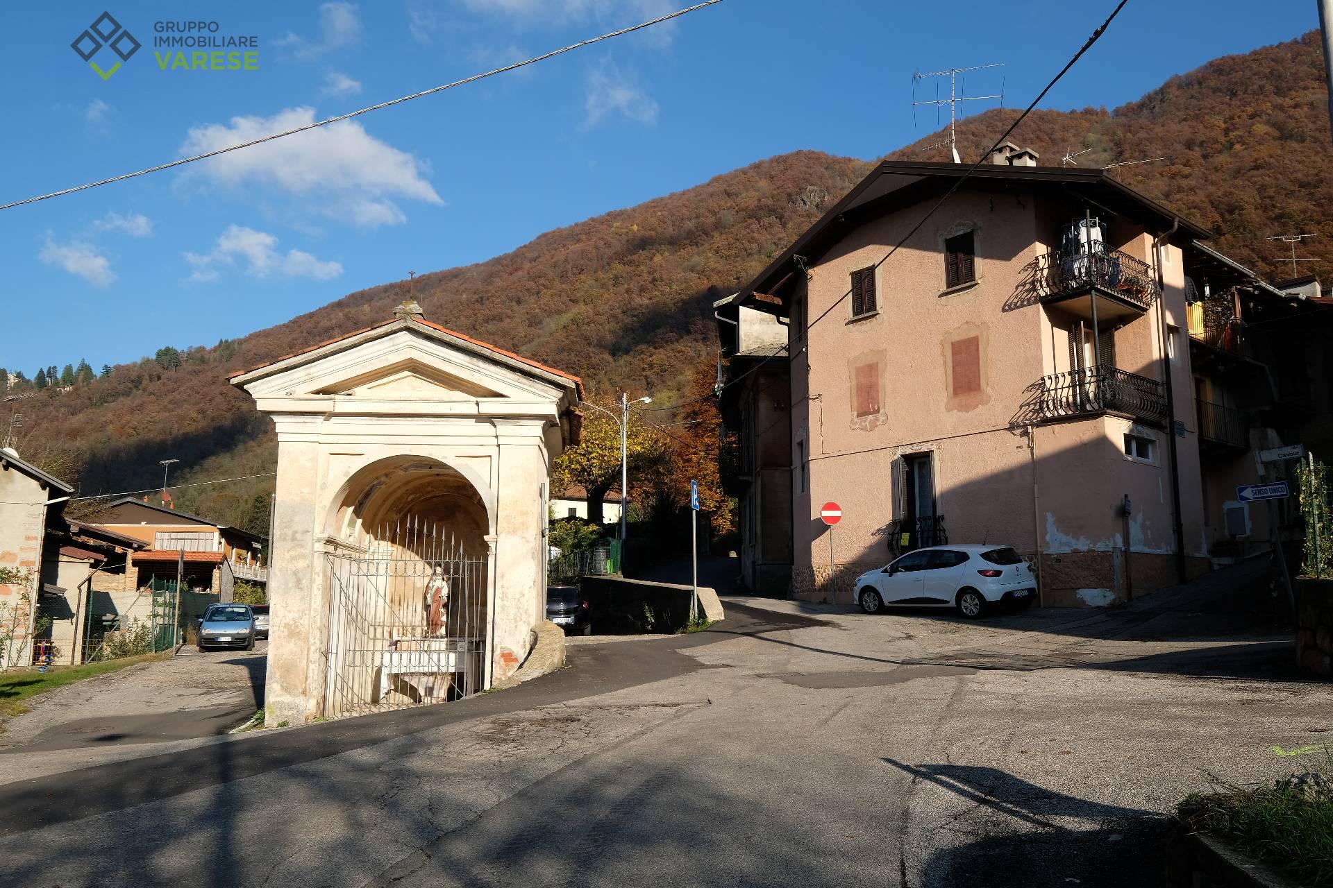 Appartamento in vendita a Valganna, 4 locali, prezzo € 105.000   CambioCasa.it