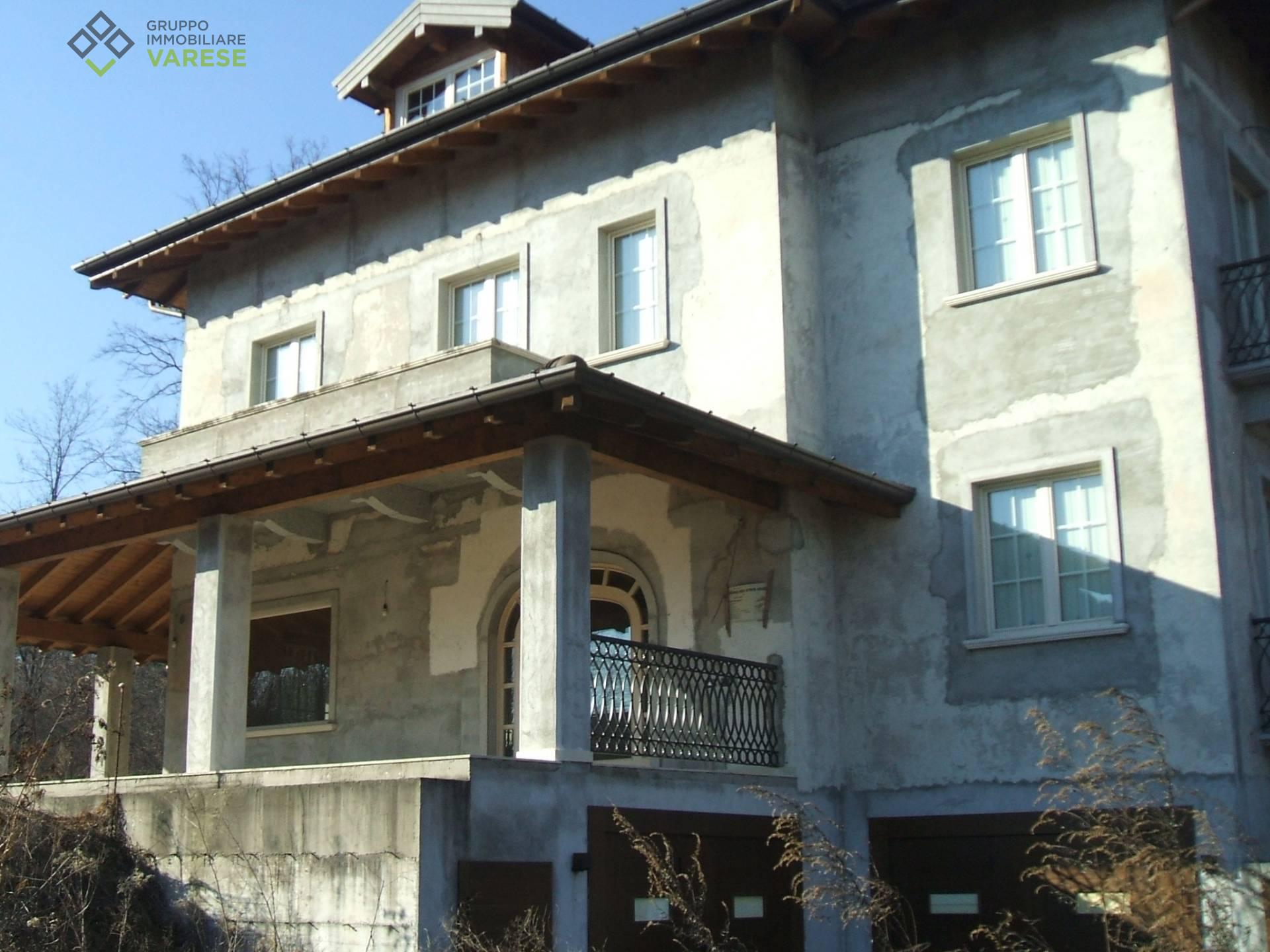 Appartamento in vendita a Brebbia, 6 locali, prezzo € 306.000 | CambioCasa.it
