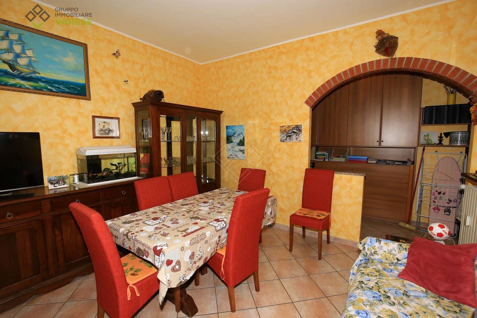 Appartamento in vendita a Saltrio, 2 locali, prezzo € 68.000 | CambioCasa.it