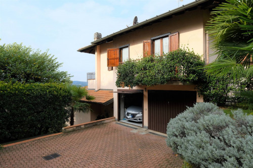 Villa in Vendita a Gavirate