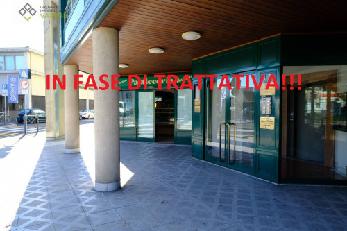 Locale commerciale in Affitto a Varese