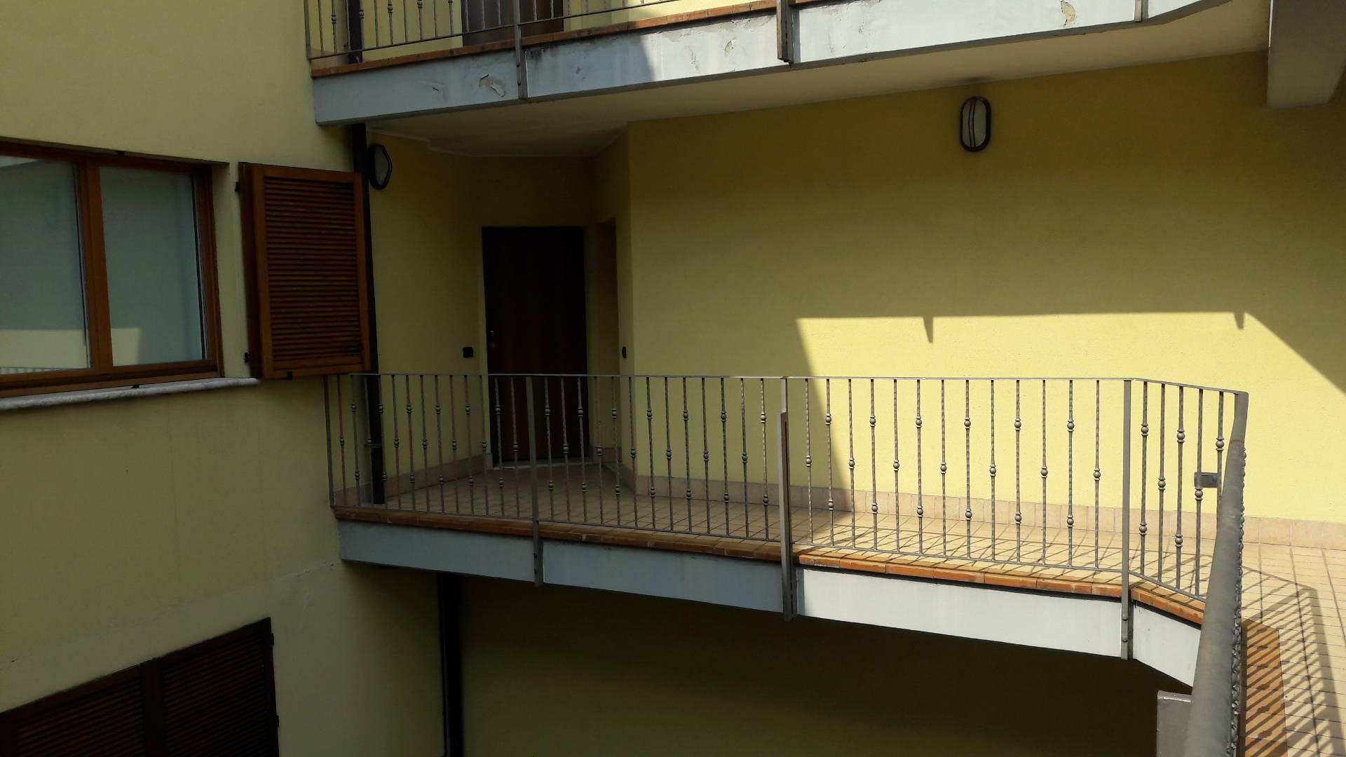 Altro in affitto a Azzate, 9999 locali, prezzo € 500 | CambioCasa.it