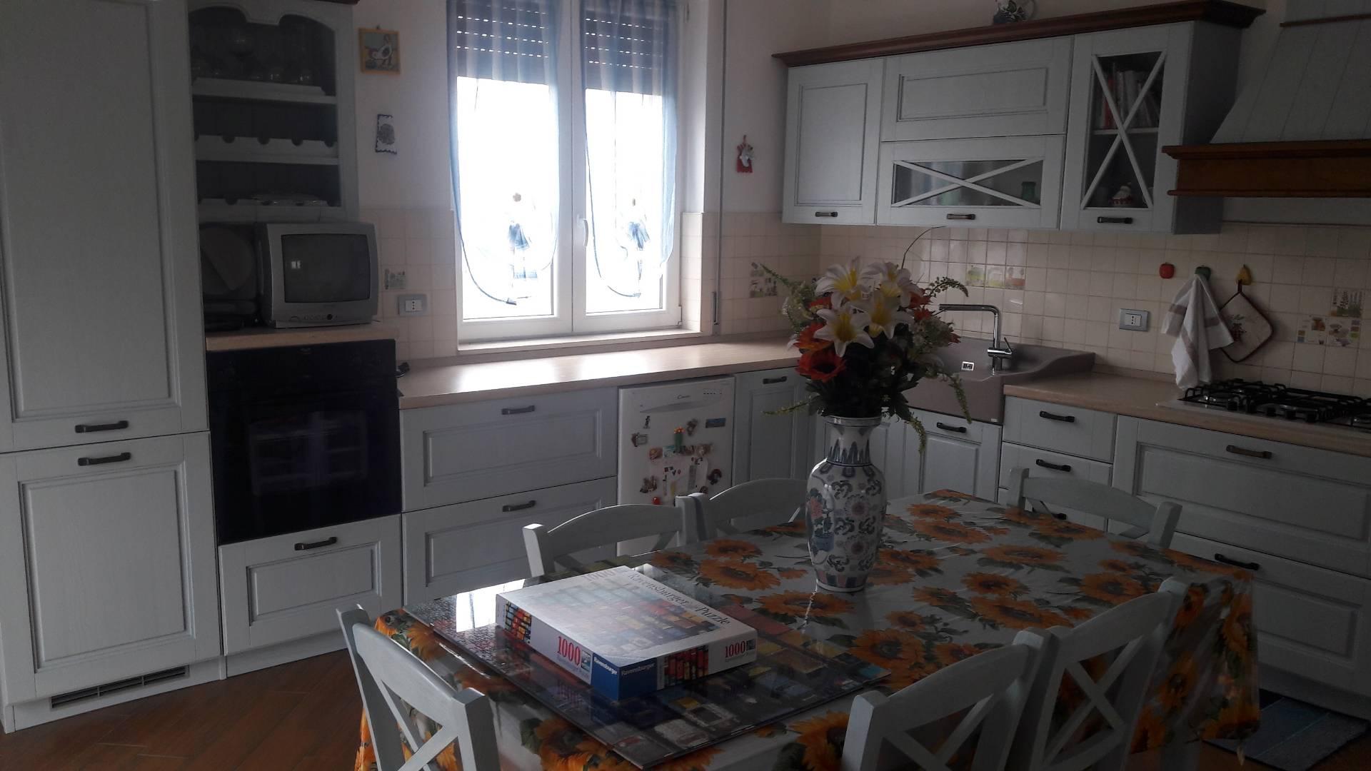 Agriturismo in vendita a Biandronno, 10 locali, prezzo € 399.000 | CambioCasa.it