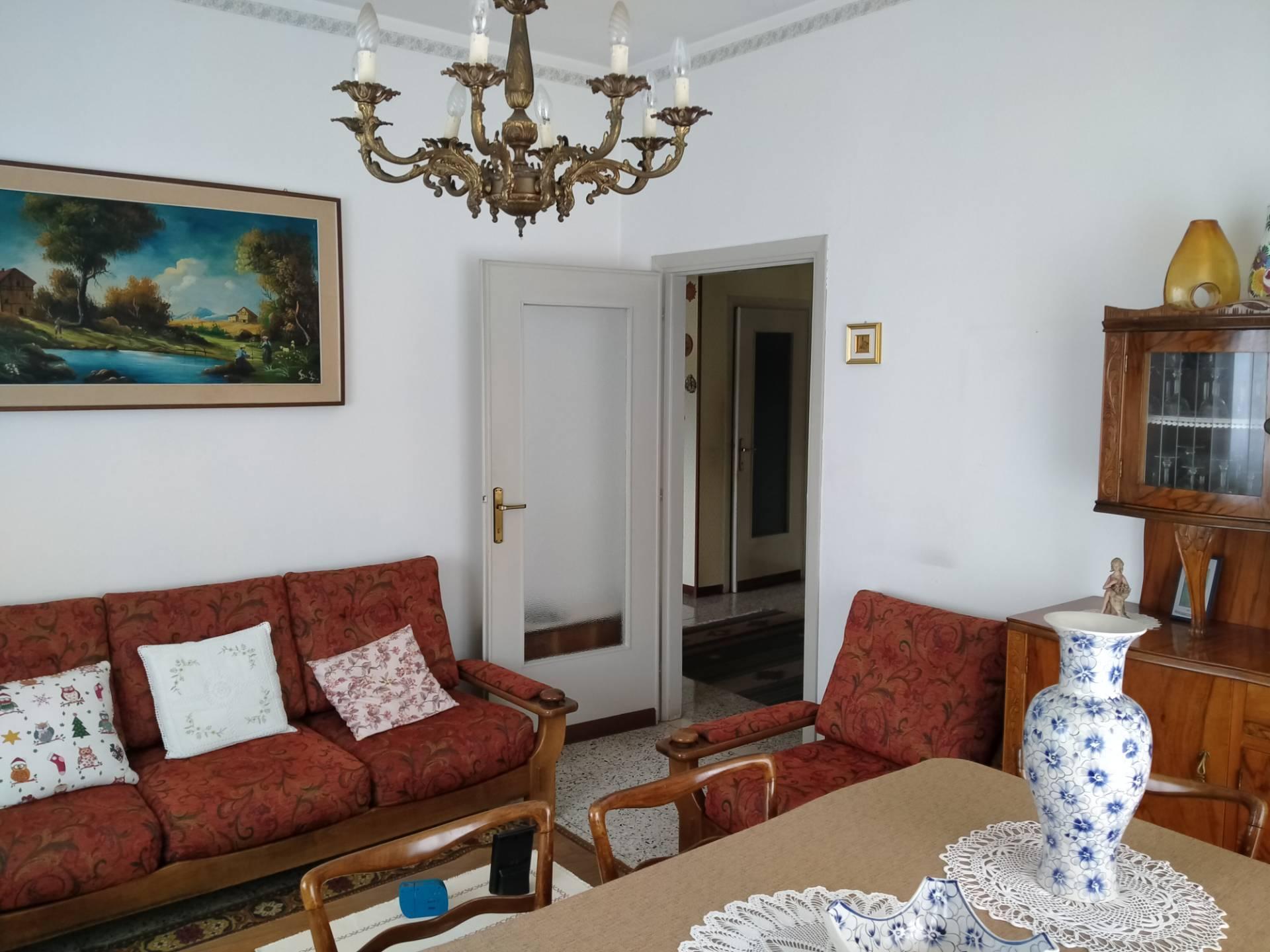 Appartamento in vendita a Azzate, 4 locali, prezzo € 98.000 | PortaleAgenzieImmobiliari.it