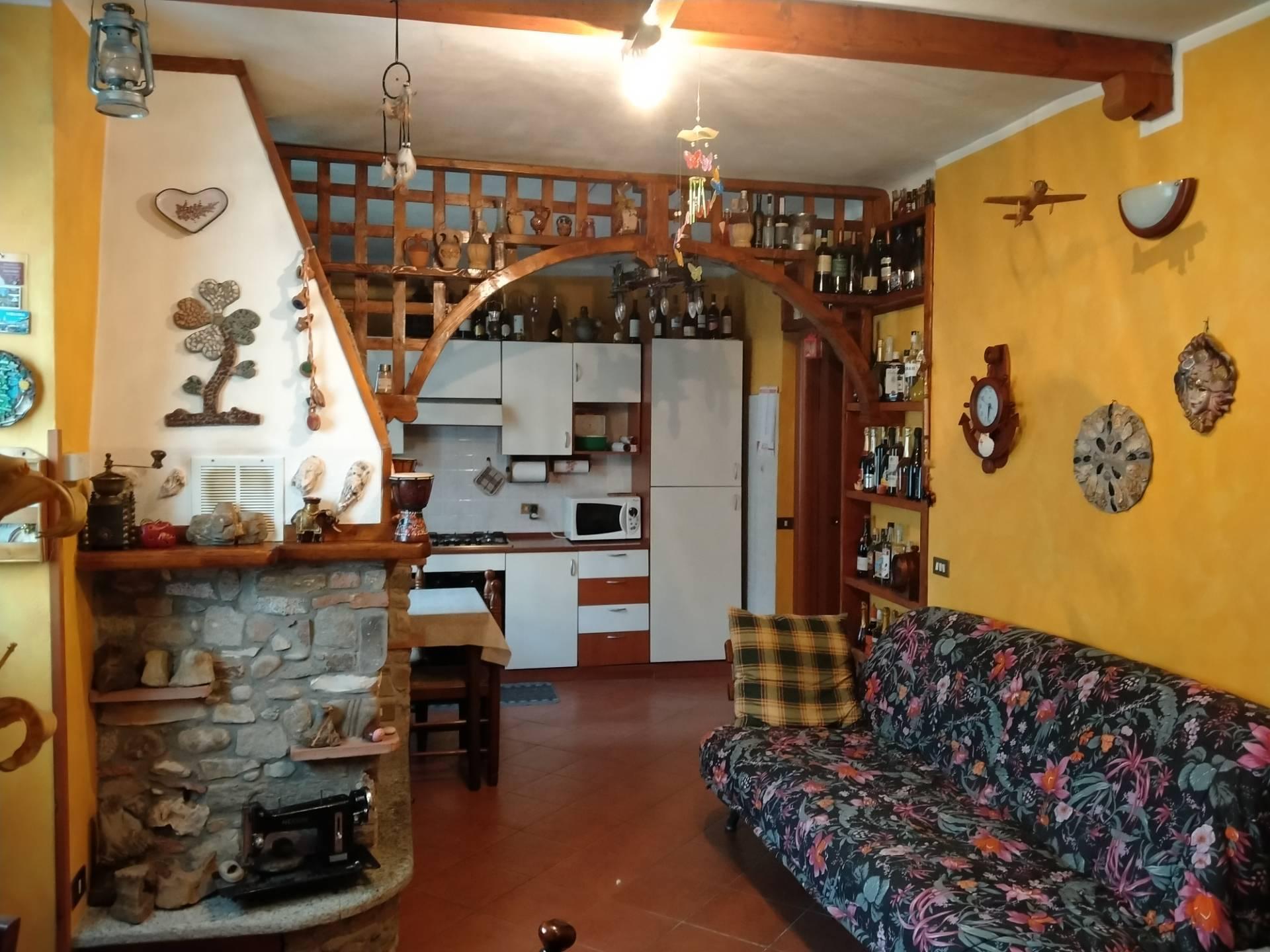 Appartamento in vendita a Travedona-Monate, 3 locali, prezzo € 129.000 | PortaleAgenzieImmobiliari.it