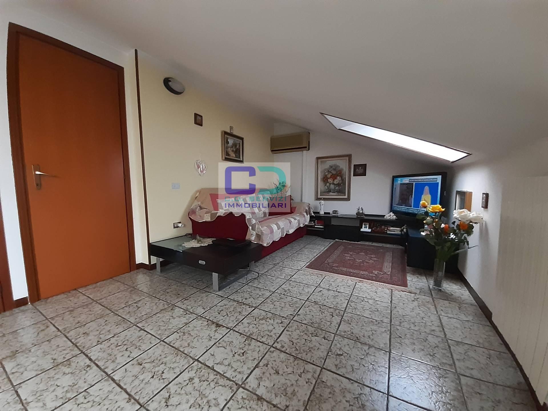 Appartamento in vendita a Cassano d'Adda, 2 locali, prezzo € 75.000 | CambioCasa.it