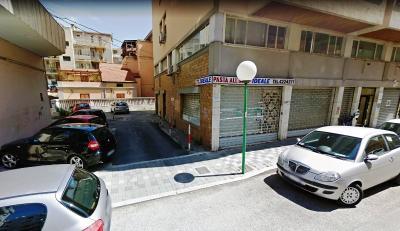 Box o garage in Affitto a Pescara