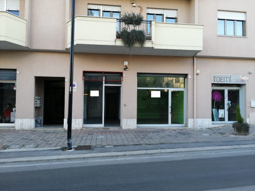 Locale commerciale in Affitto a Pescara