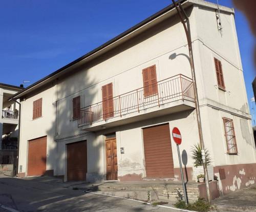 Casa singola in Vendita a Collecorvino