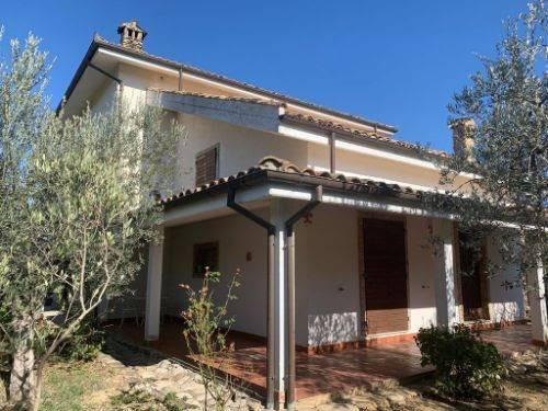 Villa in Vendita a Collecorvino